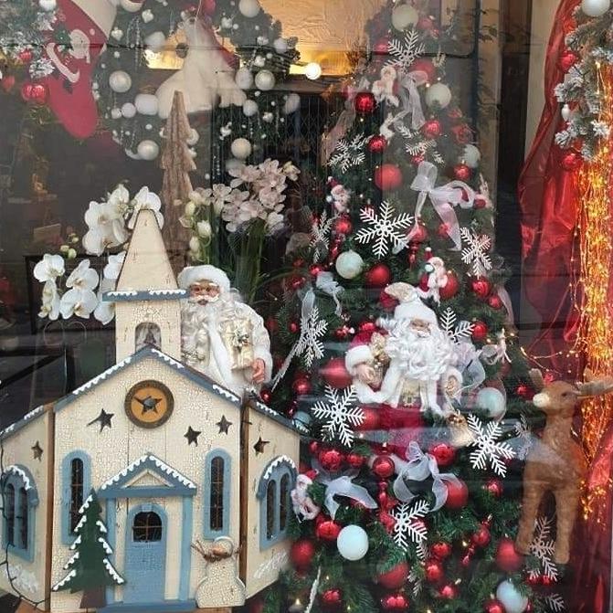 une vitrine décorée pour les fêtes de fin d'année