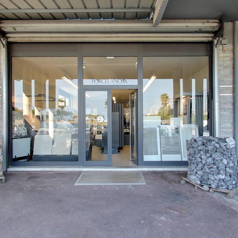 L'entrée du magasin Cerastone
