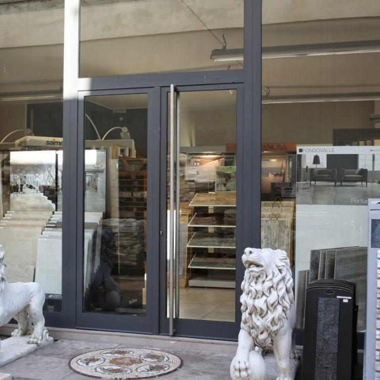 Entrée du magasin Cerastone