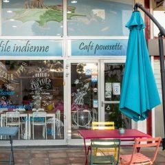 Terrasse du café poussette À la file indienne