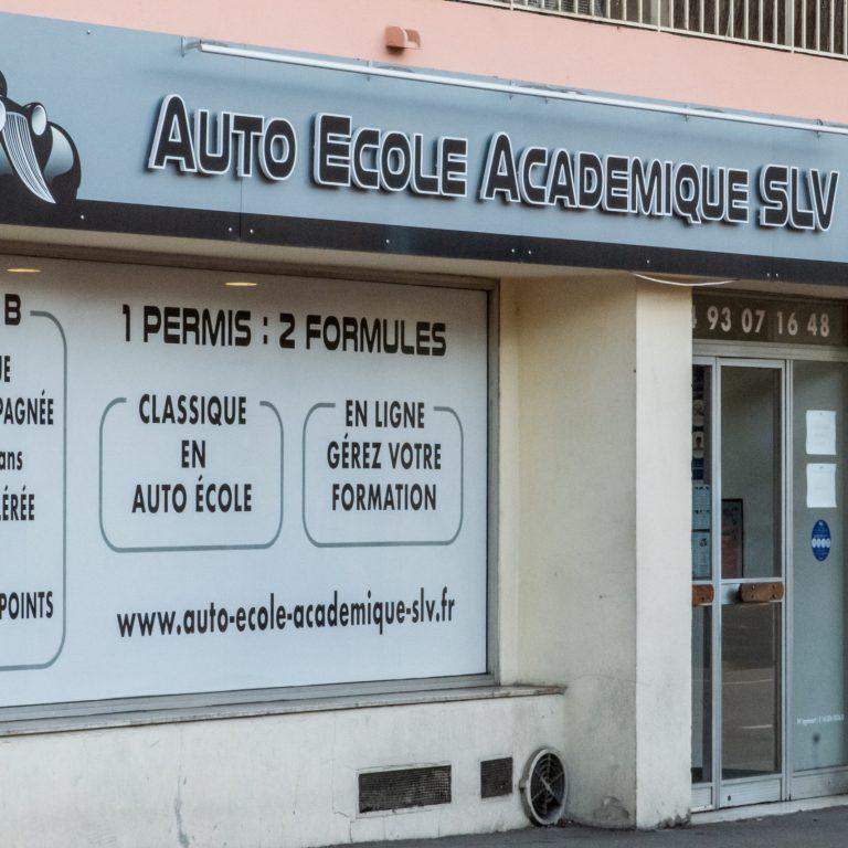 Devanture et vitrine de l'auto-école Académique SLV