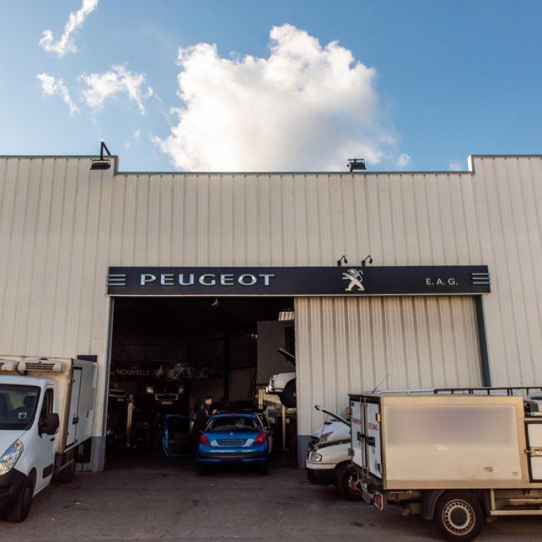 Entrée du garage Peugeot EAG à Saint Laurent du Var