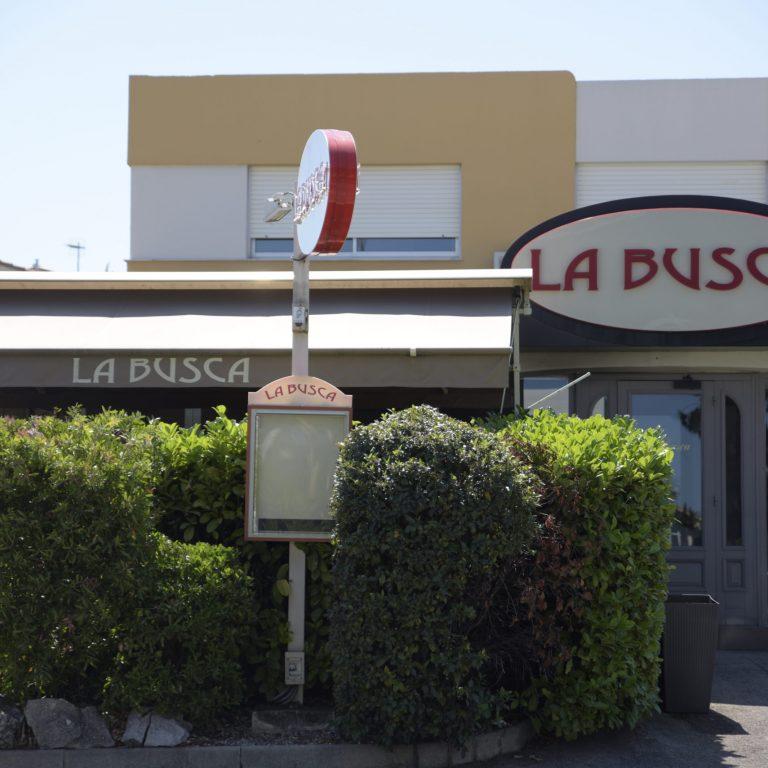 Extérieur et terrasse du restaurant La Busca