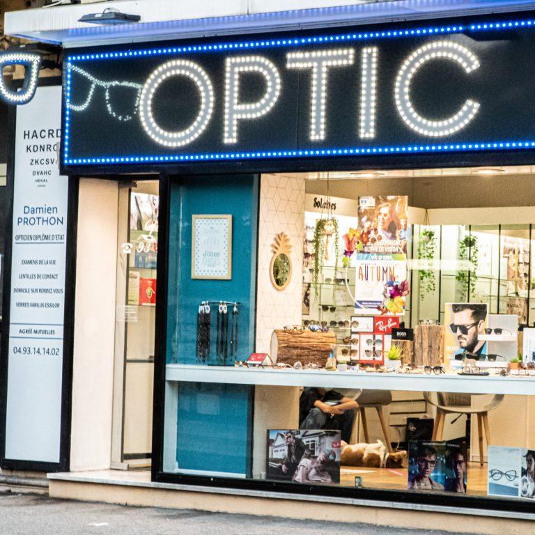 Vitrine de l'opticien Optic de la Gare de Saint Laurent du Var