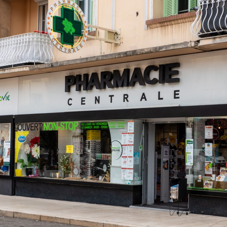 Extérieur de la Pharmacie Centrale
