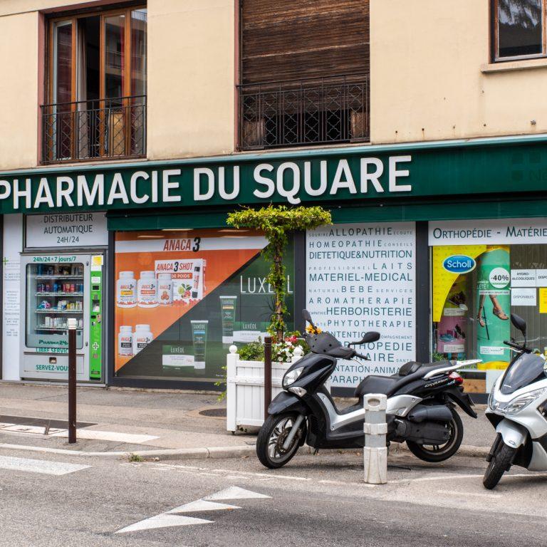 Vitrine de la Pharmacie du Square